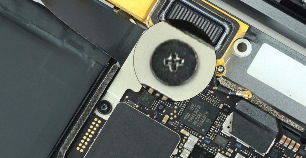 MacBook (Retina, 12-inch, 2017)のフィリップスネジ