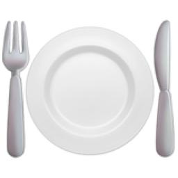 皿とフォークとナイフ