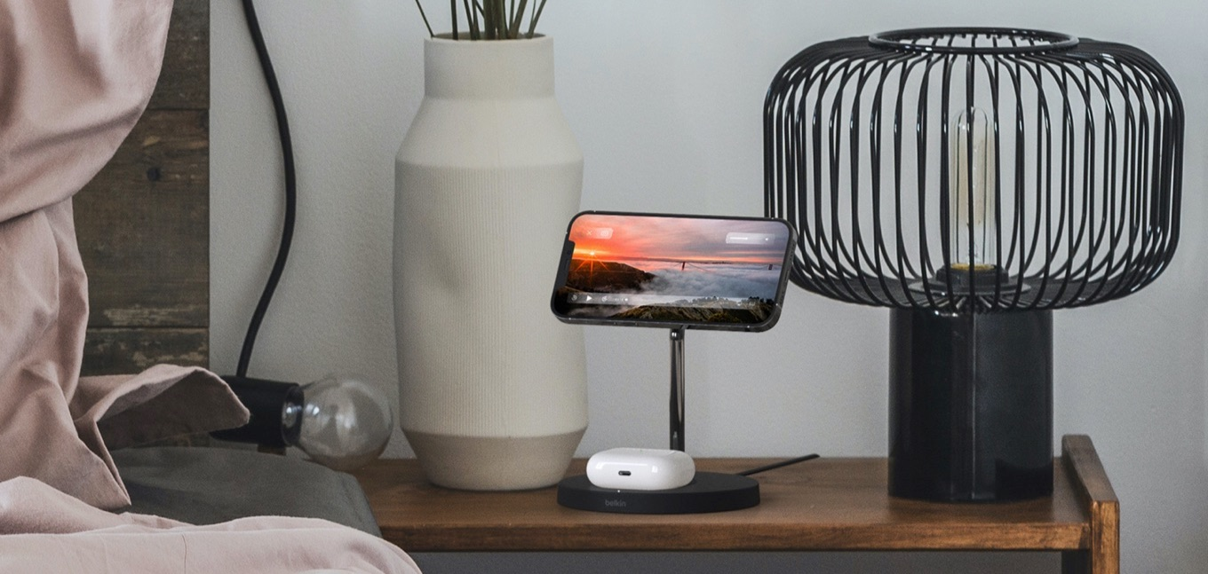 Belkin 2-in-1 Wireless Charger Stand with MagSafe Landscape mode