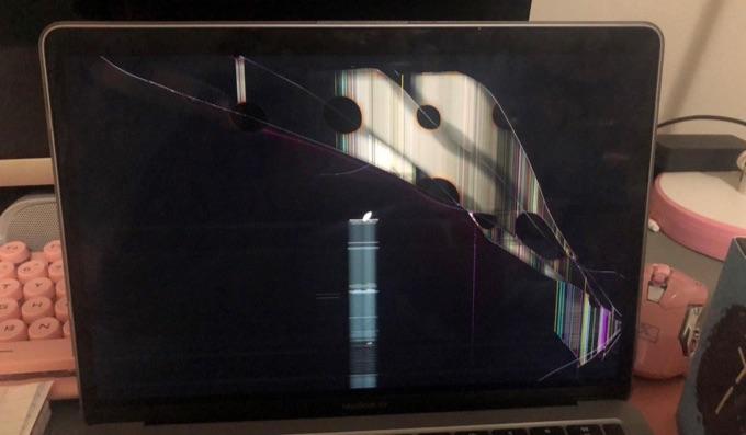 MacBook Air M1 screen crack for no apparent reason